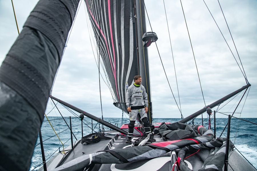 Alex Thomson heading to Cape Town and will abandon Vendée Globe