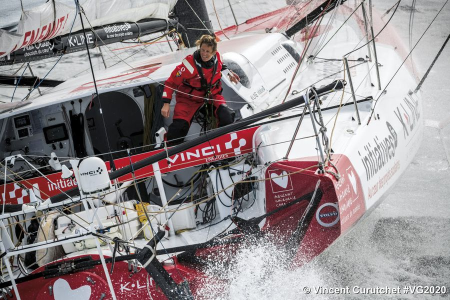 Simon, Davies Head Towards South Africa With Damage